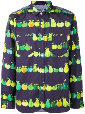 Pears and applies printed shirt