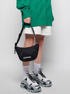 SMALL WHEEL SLING BAG Black