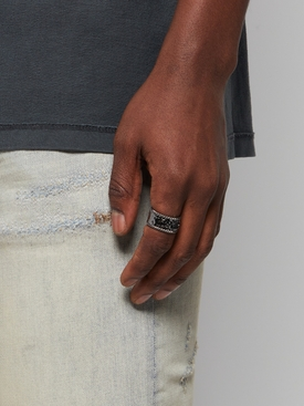 IN RELIEF RING Ultra Black
