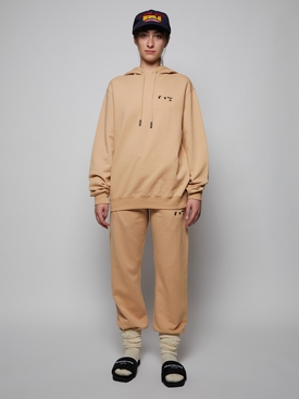RELAXED SHAPE LOGO HOODIE, SAND AND BLACK