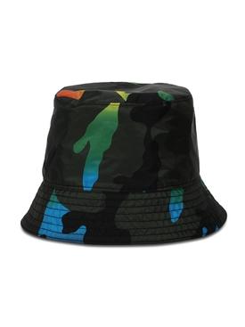 Reversible camouflage bucket hat