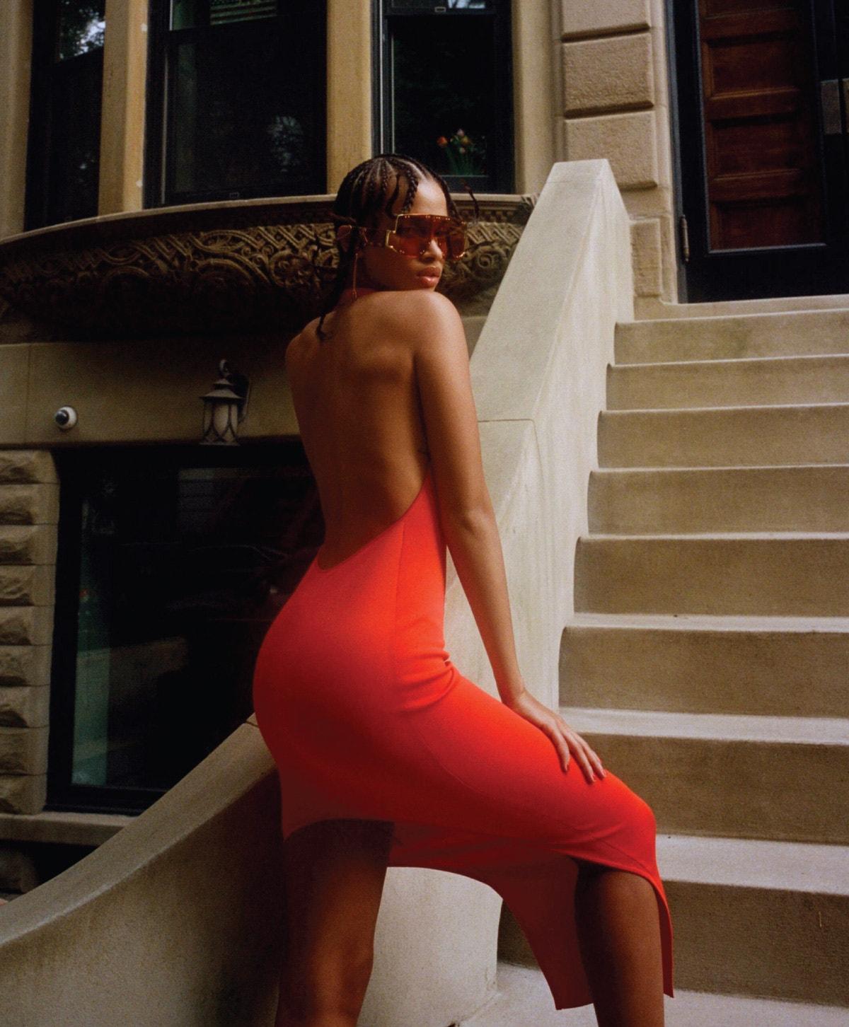 FENTY Blockt Mask Sunglasses in Terra Cotta – Long Knitted Dress in Orange – Rope in Rose-Tone Ear Cuffs Long in Peach